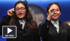 Las niñas que han cantado el tercer premio de la lotería.